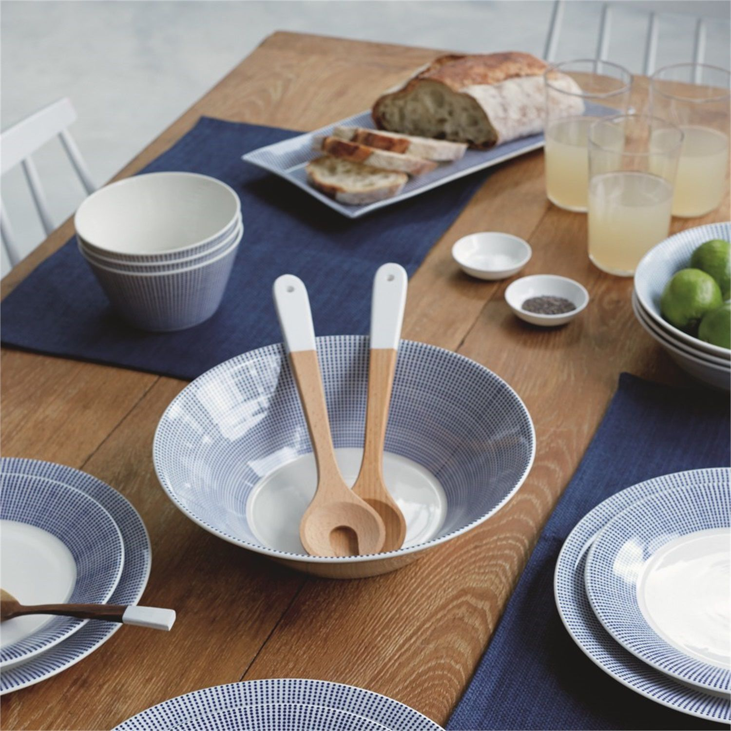 Royal_Doulton_Pastabord_Pacific_Dot_Sfeer.jpg